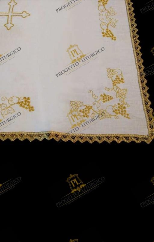 SERVIZIO DA MESSA CON PALLA -tessuto di lino e ricamo dorato