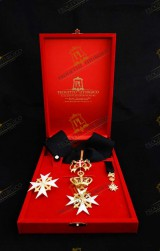 INSIGNIA FOR KNIGHT OF MAGISTRAL GRACE IN OBEDIENCE ORDER OF MALTA